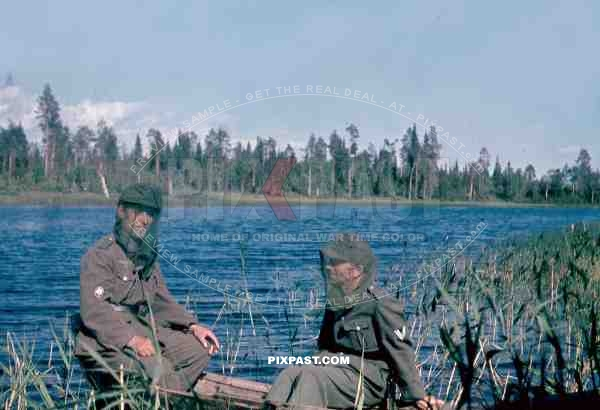 134th Gebirgsjäger, Finland 1944, german soldier in boat on river, mosquito mask