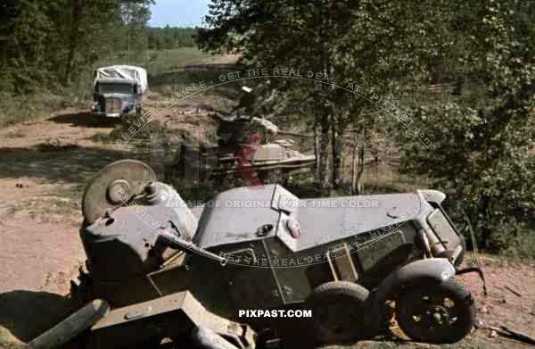 Captured Russian BA-10 soviet armoured car and T26 Panzer Tank, Lutsk, Juli 1941, 94. Infantry Division, trucks,