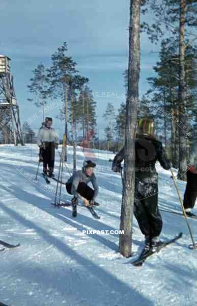 finnish women skiing, Finland 1944