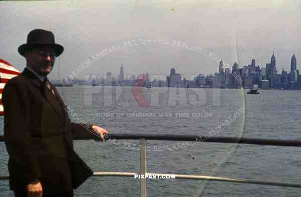 PostW color 1947 Manhattan New York german tourist american flag boat ship harbour sea travel