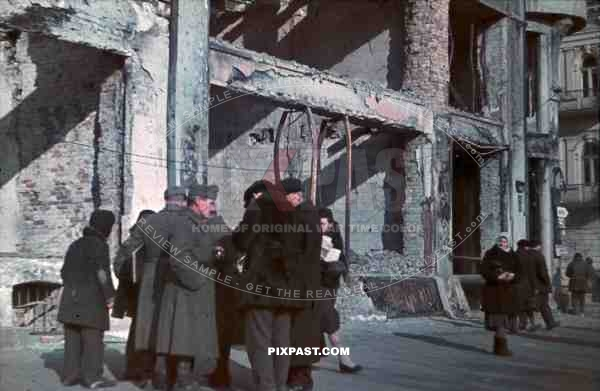 Ww2 color poland krakow 1940 german soldiers talk with for Cities destroyed in ww2